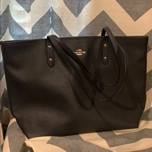 COACH Brand New Tote with Zipper